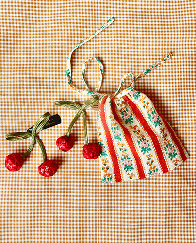 Cherry clip with Pouch