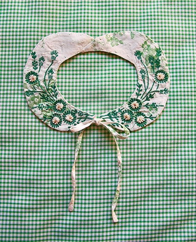 Embroidered collar_Green flower